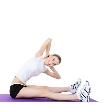 Aerobic-übungen für den körper junger frauen