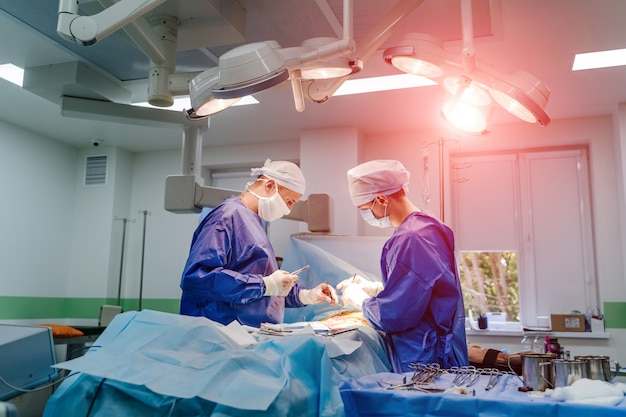 Ärzteteam, das operation durchführt