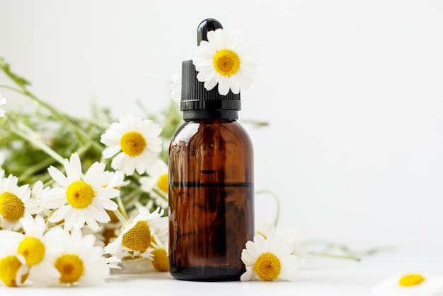 Ätherisches aromaöl mit kamille
