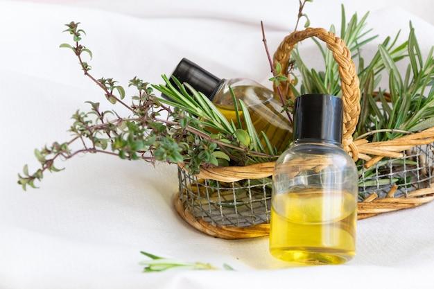 Ätherisches kräuteröl, alternative schönheitsbehandlung, bio-körper- und gesichtspflege