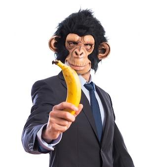 Affe mann hält eine banane