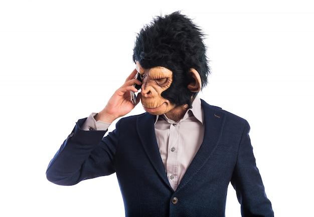Affe mann spricht mit handy