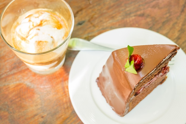 Affogato espresso und schwarzwälder kirschtorte Premium Fotos