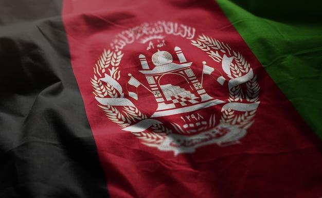 Afghanistan-flagge zerknittert nah oben