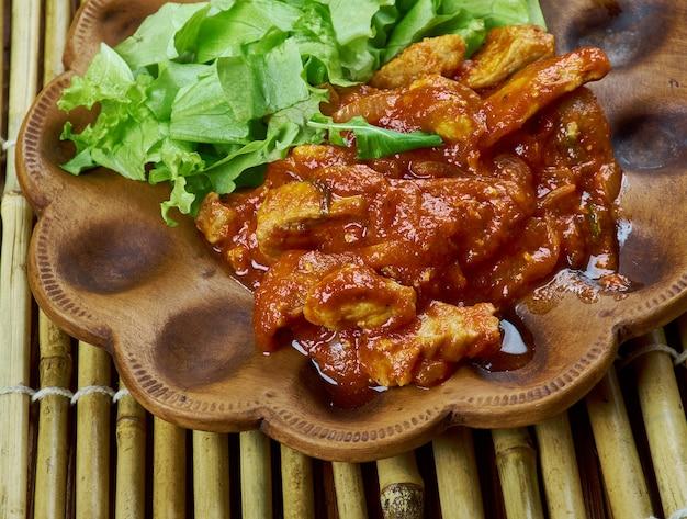 African biltong stew, südafrikanisch hergestellt aus trocken gepökeltem rindfleisch mit gewürzen wie ganzem koriander.