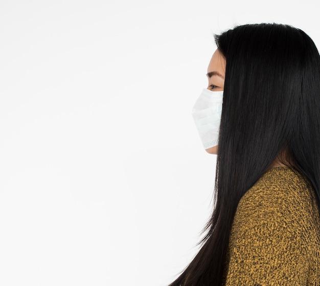 Afrikanerin-tragendes masken-konzept