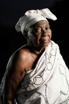 Afrikanische ältere frau