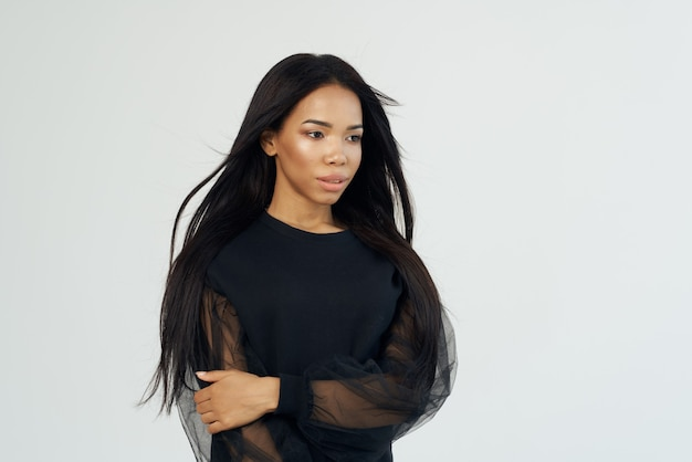 Afrikanische frau lange dunkle haare kosmetikmode