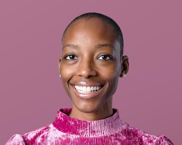 Afrikanische frauengesichtsfotografie, skinhead-frisur