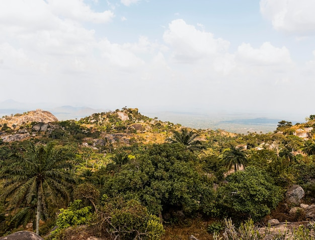 Afrikanische naturlandschaft mit bergen und himmel