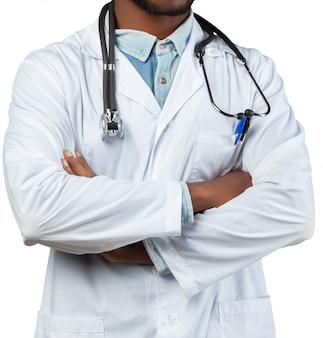 Afrikanischer arztmann getrennt auf weiß