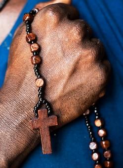 Afrikanischer manngebetsglaube in der christentumsreligion