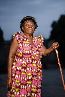 Afrikanisches älteres frauenporträt