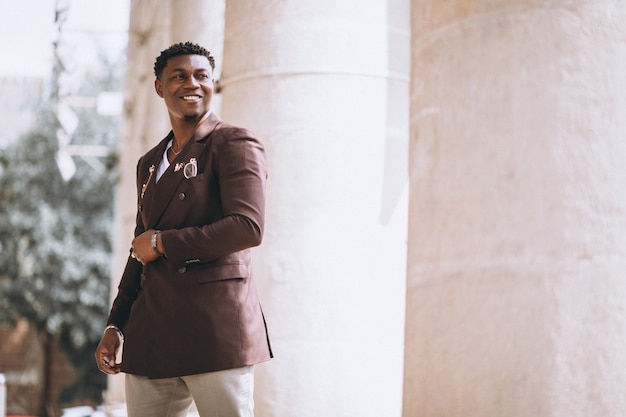 Afroamerikanergeschäftsmann in der klage
