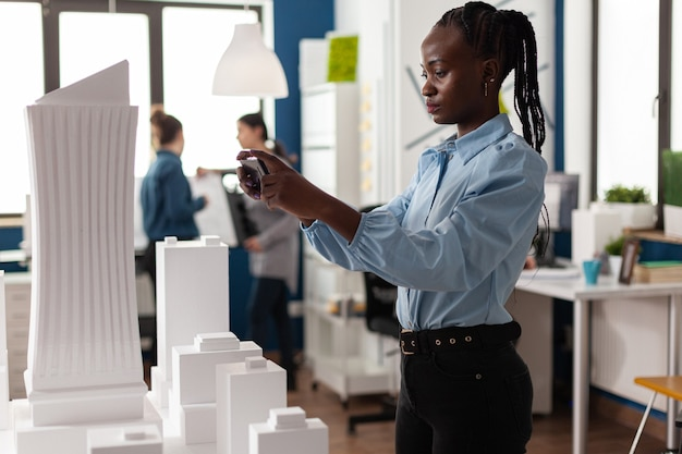 Afroamerikanerin als professionelle architektin Kostenlose Fotos