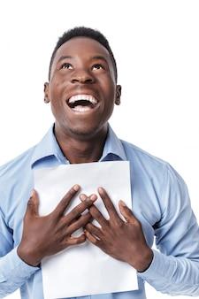 Afroamerikanischer geschäftsmann, der mit glück schreit