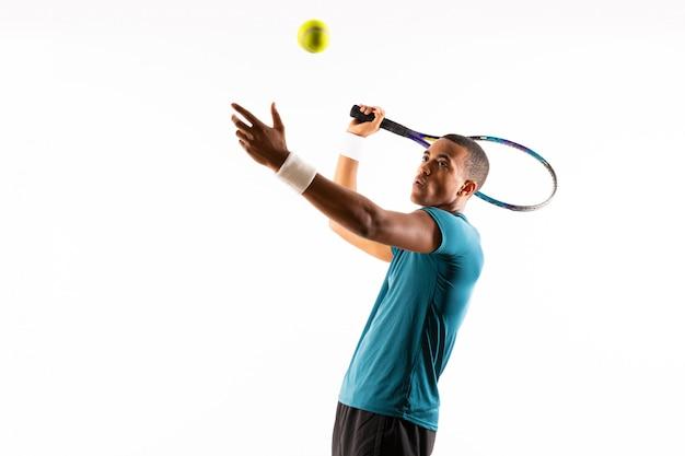 Afroamerikanischer tennisspieler mann