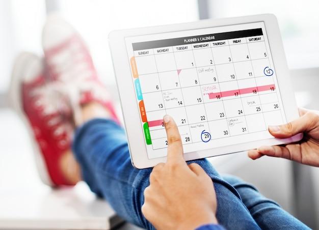 Agenda zeigt auf einem digitalen tablet