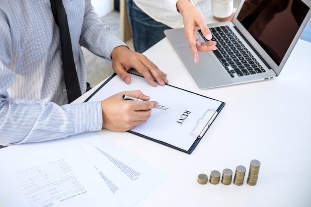 Agent wird analysiert und macht die entscheidung zu einem immobilienkredit für den kunden