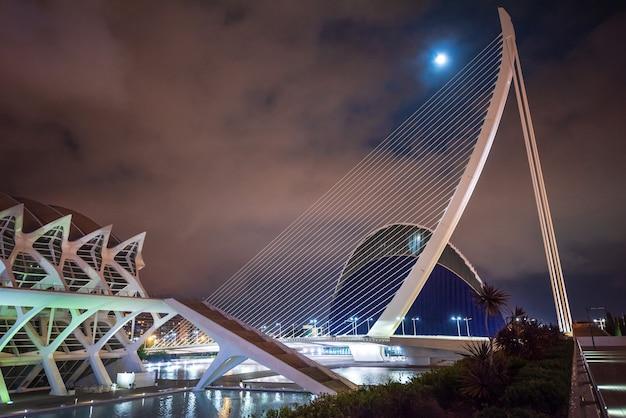 Agora gebäude in der nacht in valencia