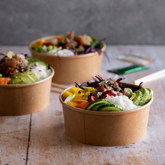 Ahi thunfisch poke bowls fotografie zum mitnehmen