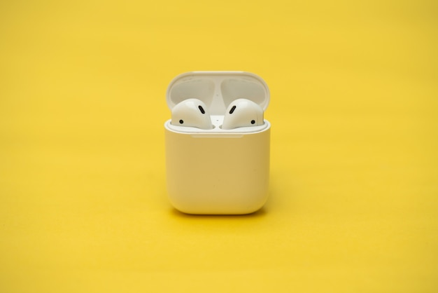 Airpods wireless headphones von apple