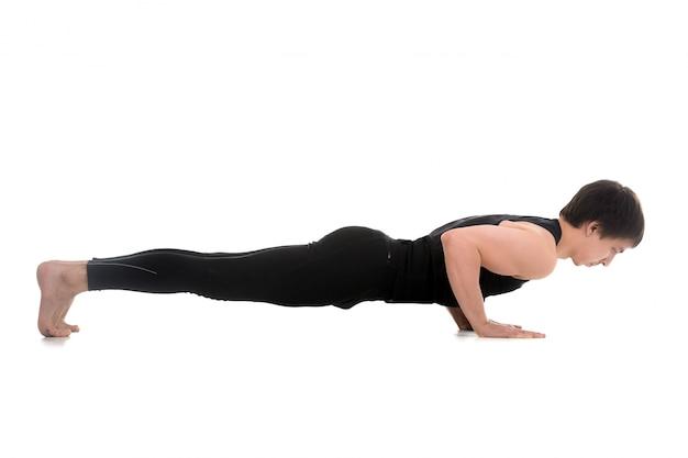 Aktive sportler tun push-ups