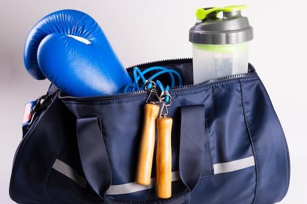 Aktives fitness-set zum boxen, boxhandschuhe, galoppieren, bandagen für die hände