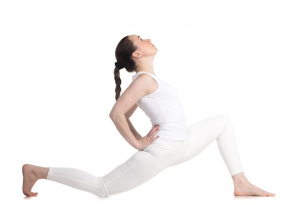 Aktives mädchen tun aufwärmen übungen für wirbelsäule