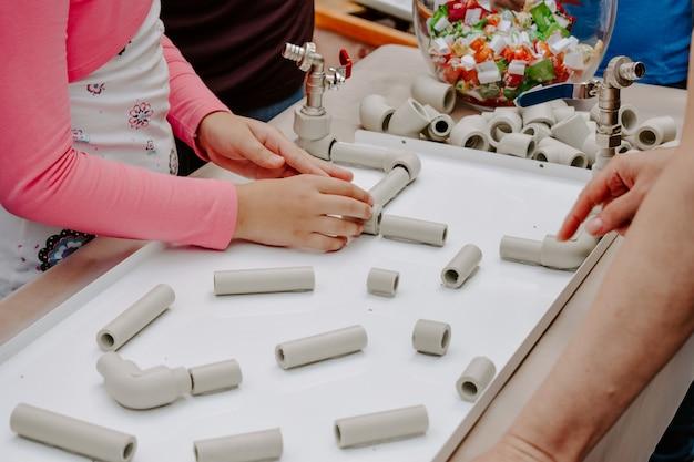 Aktivität für kinder innen-, spiel- und kreativitätskonzept