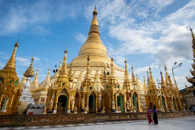 Aktivitäten in der umgebung in phra that chedi shwedagon, burma