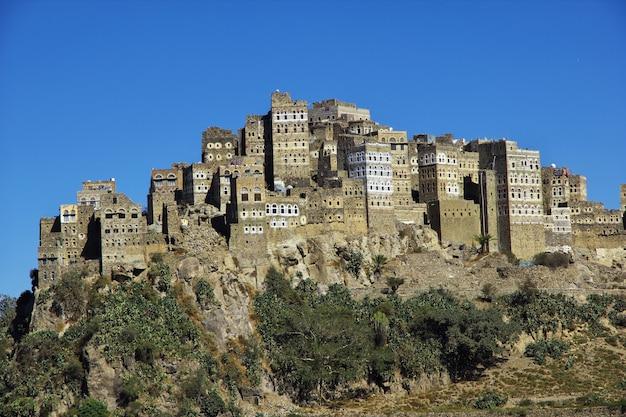 Al hajjarah-dorf in den bergen, der jemen