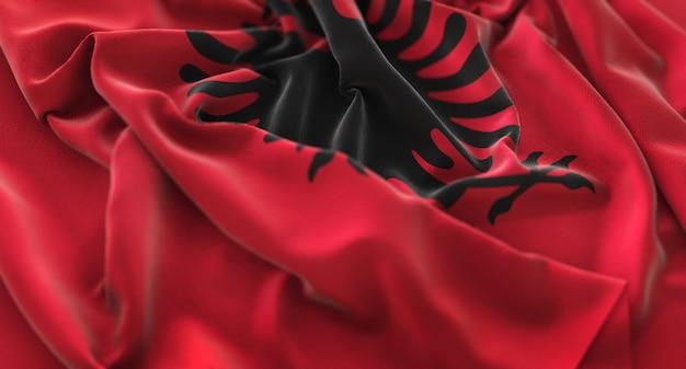 Albanien flagge gekräuselt winken makro nahaufnahme schuss
