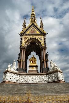 Albert memorial in den kensington gardens, london, großbritannien