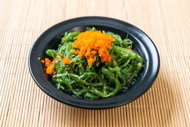 Algensalat mit garneleneiern nach japanischer art