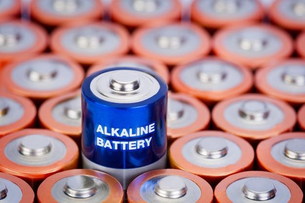 Alkaline batterie mit selektivem fokus auf einzelne batterie