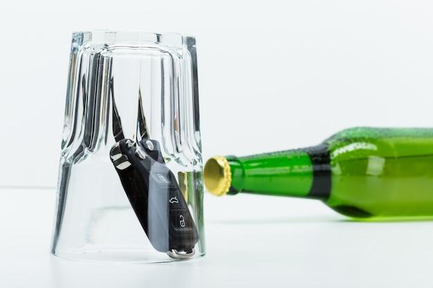 Alkohol und autoschlüssel