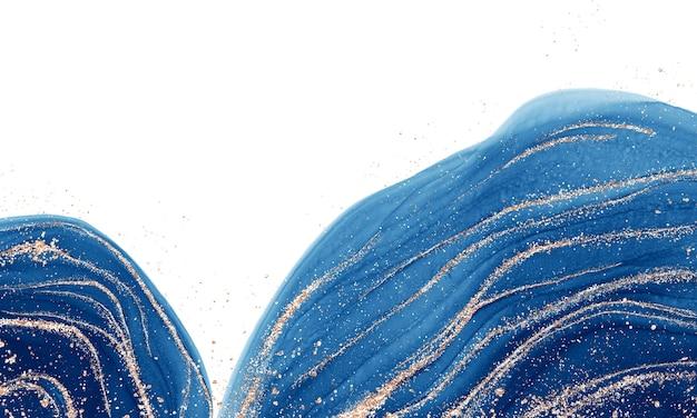 Alkoholflüssigkeit mit blauer tinte mit goldenen schimmern
