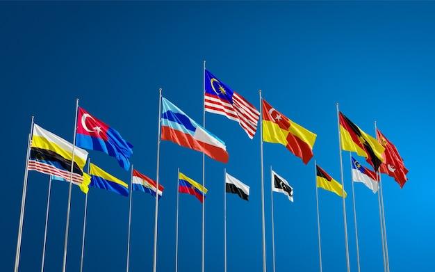 Alle flaggen der staaten von malaysia winken im wind gegen einen blauen himmel. terengganu, kuala lumpur usw.