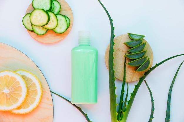 Aloe vera und gurke mit schönheitscreme