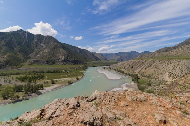 Altai-gebirge. katun fluss.