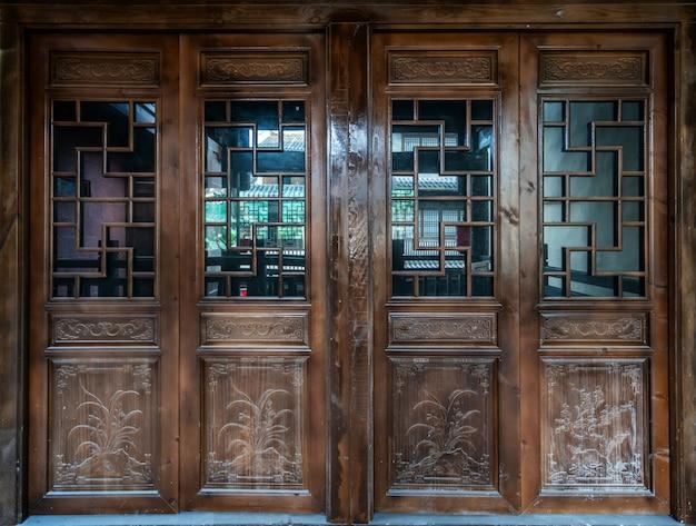 Alte alte chinesische traditionelle falttür