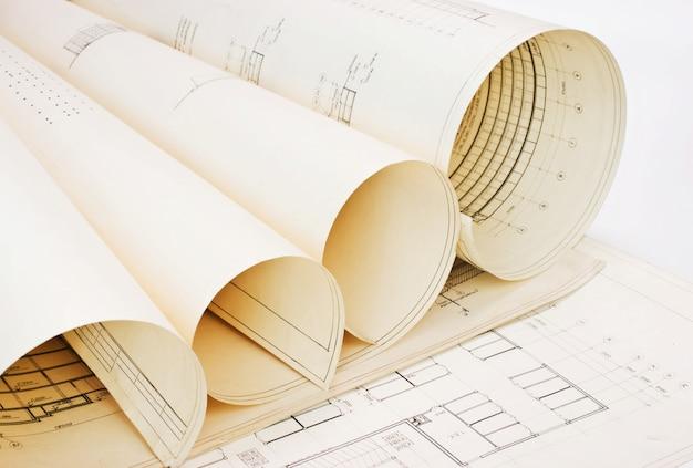 Alte architekturzeichnungen aus verdrehtem papier