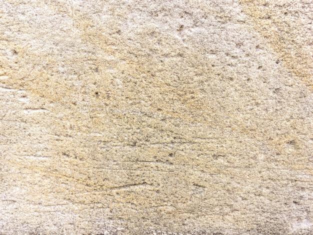 Alte beige gebrochene kalksteinwand, abschluss oben.