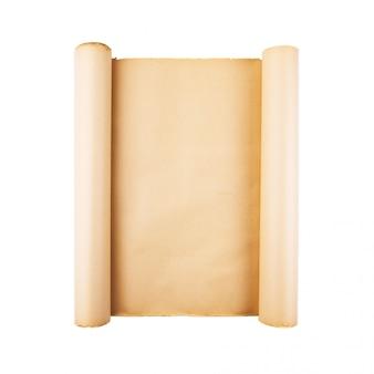 Alte betonte papierrolle auf weißem hintergrund lokalisiert. vertikaler, quadratischer hintergrund, leerer raum, raum für text, kopie, beschriftung, karte.