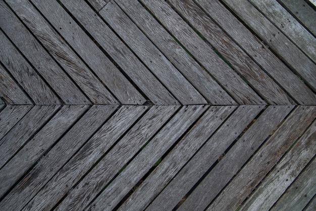 Alte bretter zur verwendung als gehwege, holzbrücken, gehwege aus holz.