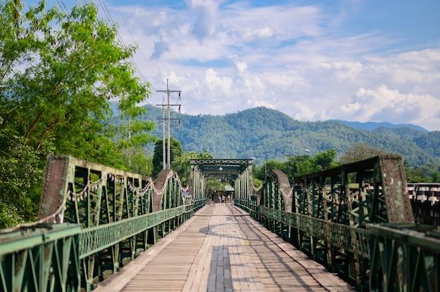 Alte brücke bei pai maehongson thailand