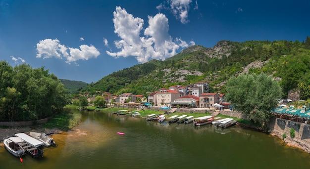 Alte brücke über crnojevica fluss in montenegro