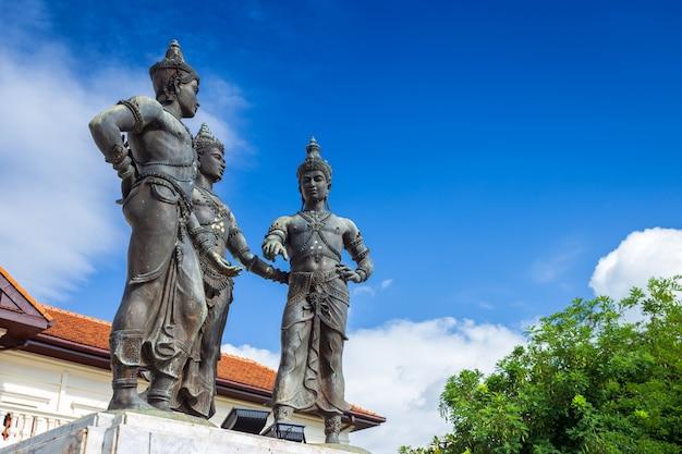 Alte drei könige monument builders ist touristenattraktion von chiang mai, thailand.