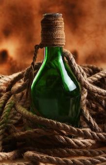 Alte flasche und seil
